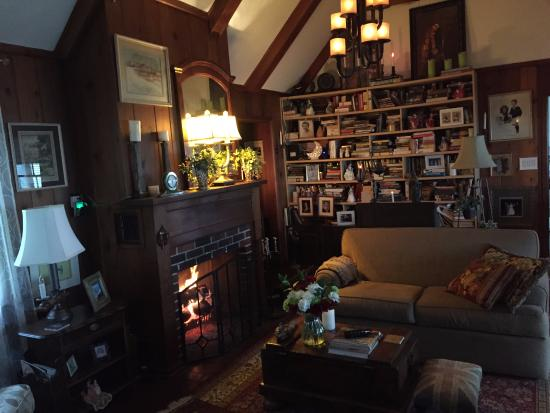 Omstead's On Erie B&B: Living Room