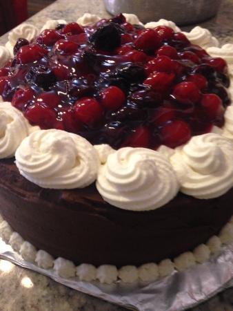 Bedoian's Bakery & Bistro: Black Forest cake