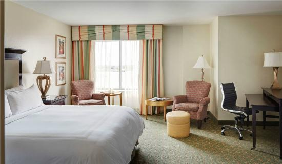 New Orleans Downtown Marriott at the Convention Center: Large King Guest Room