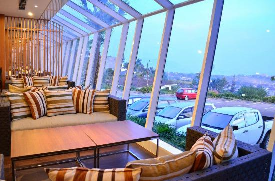 Sapphire Restaurant Picture Of Emersia Hotel Resort Bandar Lampung Tripadvisor