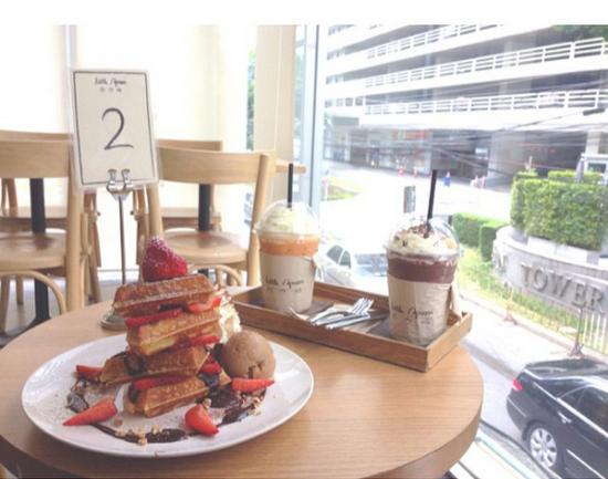 Waffle picture of cafe little spoon bangkok tripadvisor for Little spoon cafe
