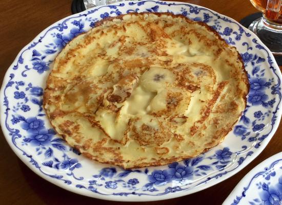 Dijan's Pannekoeken & Poffertjes: Banana cheese panekoek