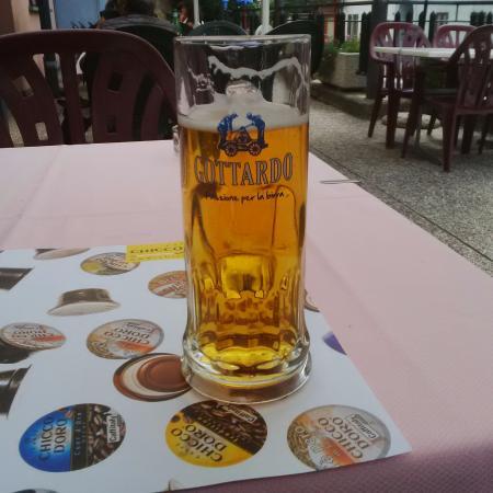 Faido, Szwajcaria: Una bella birra alla spina!
