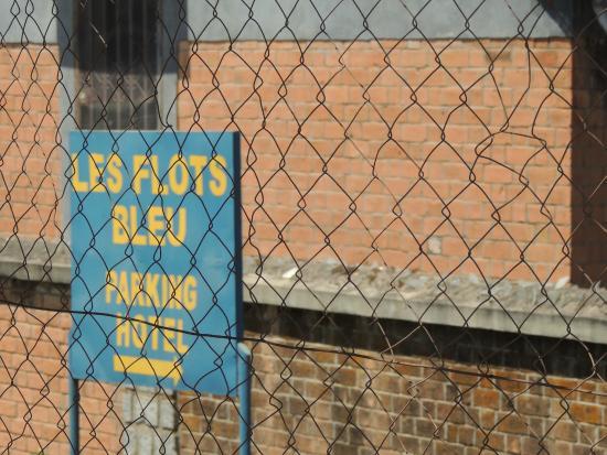 Les Flots bleu: Sequestration à Tana