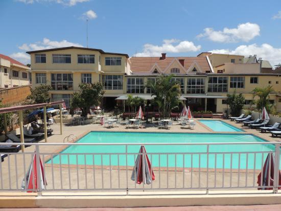 Les Flots bleu: vue de l'hotel et de la Piscine