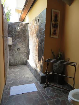 Wayan's Guest House: Outside shower