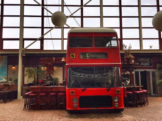 Garage Den Helder : Den helder big and funny inside hall beer bus Изображение hotel