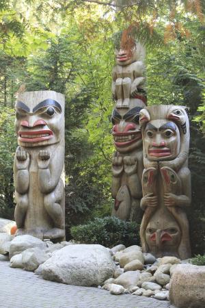 นอร์ทแวนคูเวอร์, แคนาดา: The Totem poles at the entrance of the Park.
