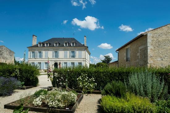 Abbaye de Nieul-sur-l'Autise : La Maison Aliénor