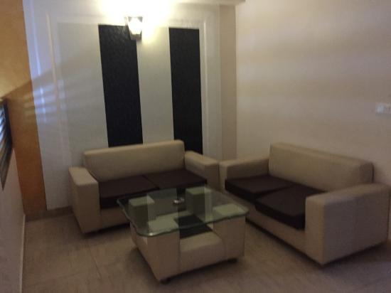 Hotel Royal Residency : Living area