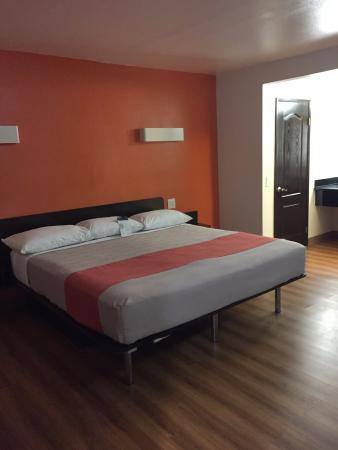 Motel 6 Newport Beach: Bellissima camera spaziosa e curata