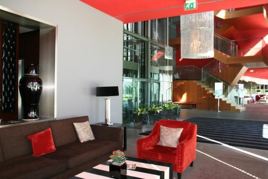 Canap dans l 39 entr e tr s confortable picture of hotel casino chaves tripadvisor - Canape tres confortable ...