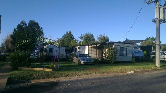 Tooleybuc, Úc: Stayed in a cabin last night on my way home from Bathurst. Beautiful little caravan park. Very h