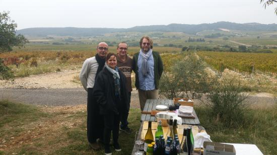 La Buissonniere : Our charming hosts serve lunch in the vineyards