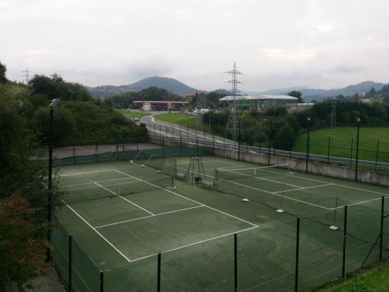 Complejo Ametzagaña: Pistas de Tennis
