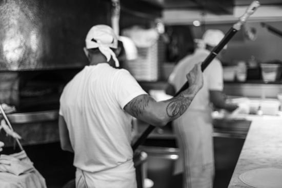 Le Specialita: pizzaioli al lavoro