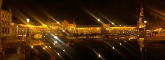 Hotel Venecia : Piazza di Spagna in notturna
