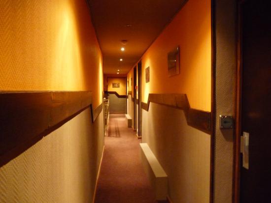 La-Bastide-de-Serou, Frankrike: Couloir de l'hôtel