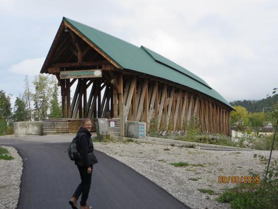 Golden, Canada: Kicking Horse Pedestrian Bridge