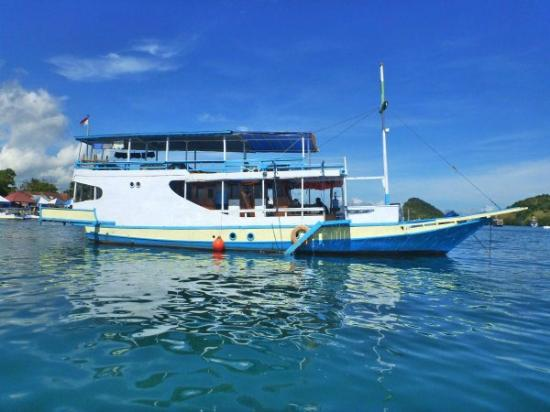 ‪Blue Water Adventures Komodo - Day Tours‬