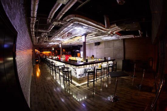 CMI Gastrobar: Main bar area
