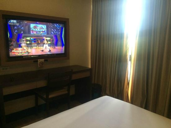 3G Garden Hotel Gensan: Large LED Screen TV : automated door - Pezcame.Com