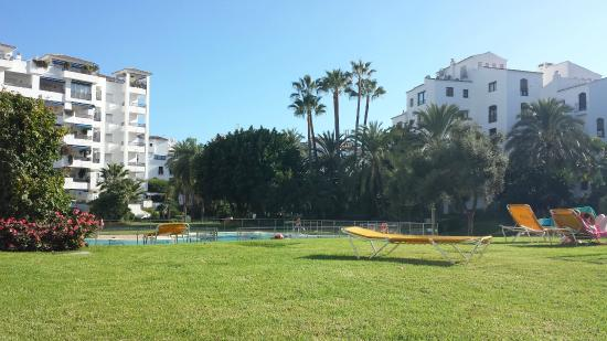 Club Jardines del Puerto : Grounds and pools