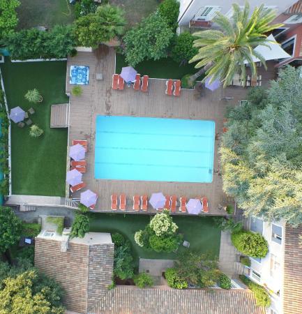 piscine vue aerienne picture of les jardins de cassis cassis tripadvisor. Black Bedroom Furniture Sets. Home Design Ideas