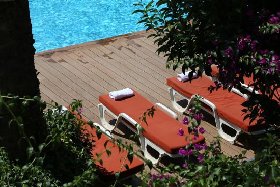 les jardins de cassis hotel france voir les tarifs 456 avis et 134 photos. Black Bedroom Furniture Sets. Home Design Ideas