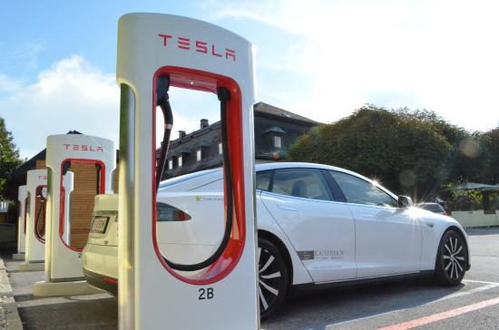 Hotel Restaurant Kaiserhof : Tesla Super Charger