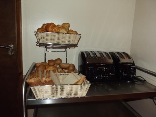 Americana Hotel: Buffet colazione