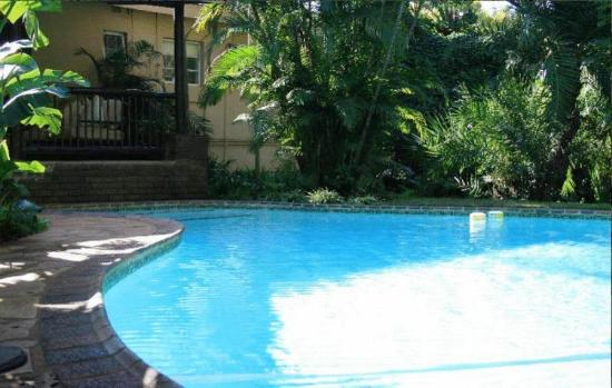 Hlulala Guest House: Refreshing swimming pool