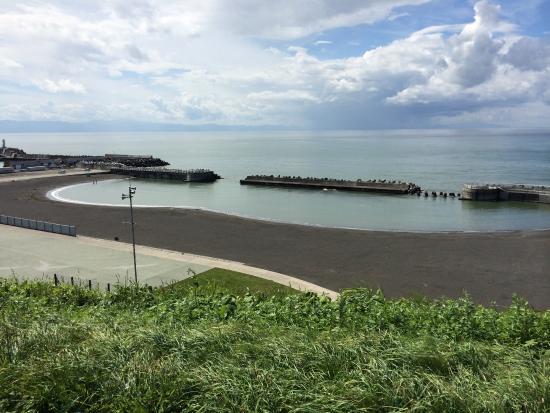 Ai Road Yuhi no Oka : 厚田海浜プールが見えます