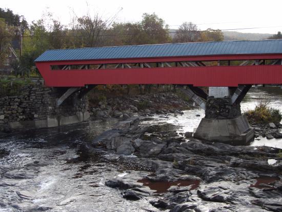 Ottaquechee River: Taftsville covered bridge
