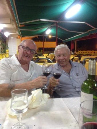 Hotel RH Royal : Happy days,old mates,good wine! Perfick👍😂