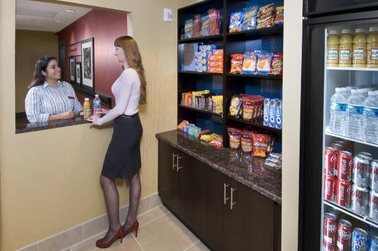 Hampton Inn & Suites Sarasota/Lakewood Ranch : Suite Shop