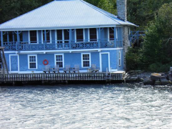 Gananoque, Canada: Belles maisons dans les milles iles