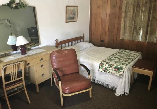 Gordon Motel and Canoe Rental