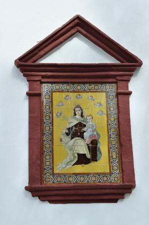 Aracena, Spanien: Painting on façade.