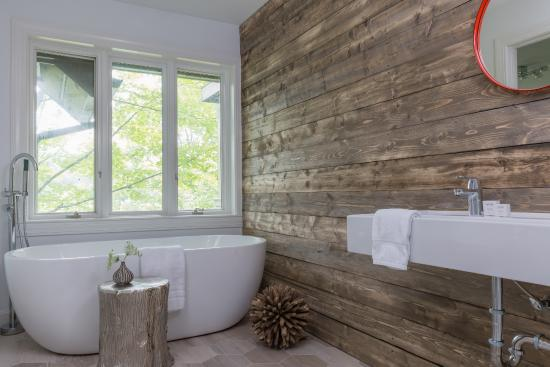 A Rustically Luxe Bathroom At Field Guide Stowe Boutique Hotel