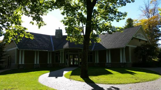 Manitou Passage Golf Club: Club House.