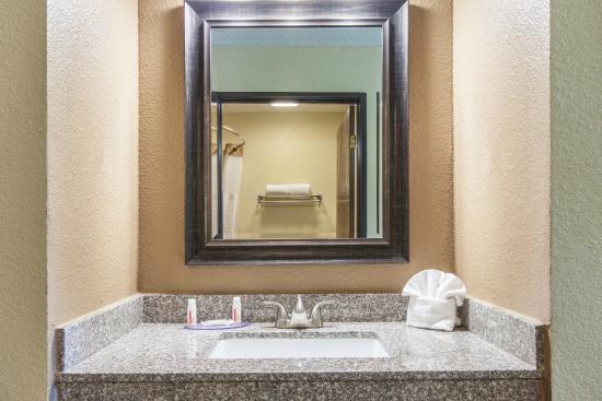 Days Inn Arlington: Vanity
