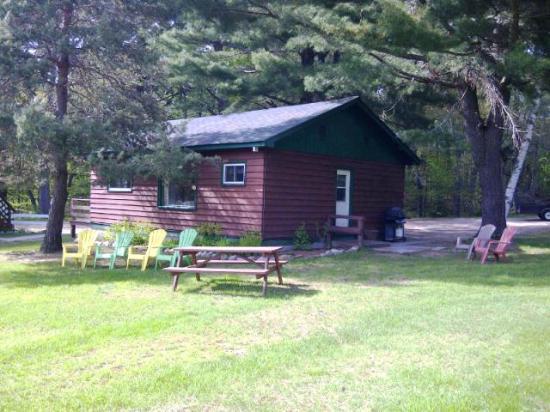 "Logging Chain Lodge: ""E"" cottage exterior - 3 bedrooms"