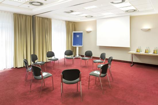 NH Magdeburg: Meeting Room