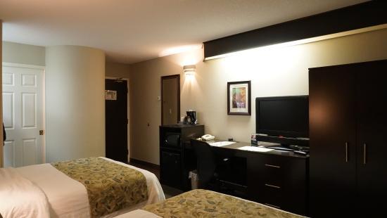 Sleep Inn: Nice clean room with comfy beds, nice big drawers and wardrobe