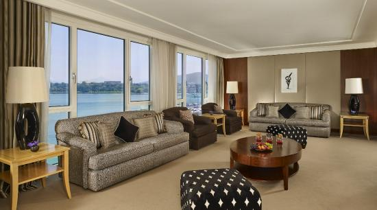 Presidential Suite Lake View Living Room