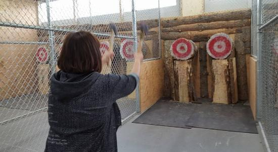 Axehole - Indoor Axe Throwing