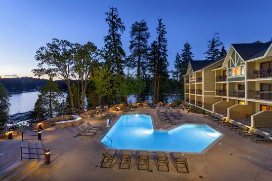 Lake Arrowhead Resort and Spa, Autograph Collection: Evening Pool View