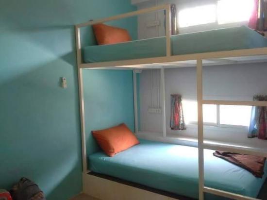 Glur Hostel: เตียง2ชั้น