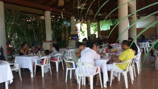 Restaurant La Bocana : Gente Bonita Desayunando en La Bocana.